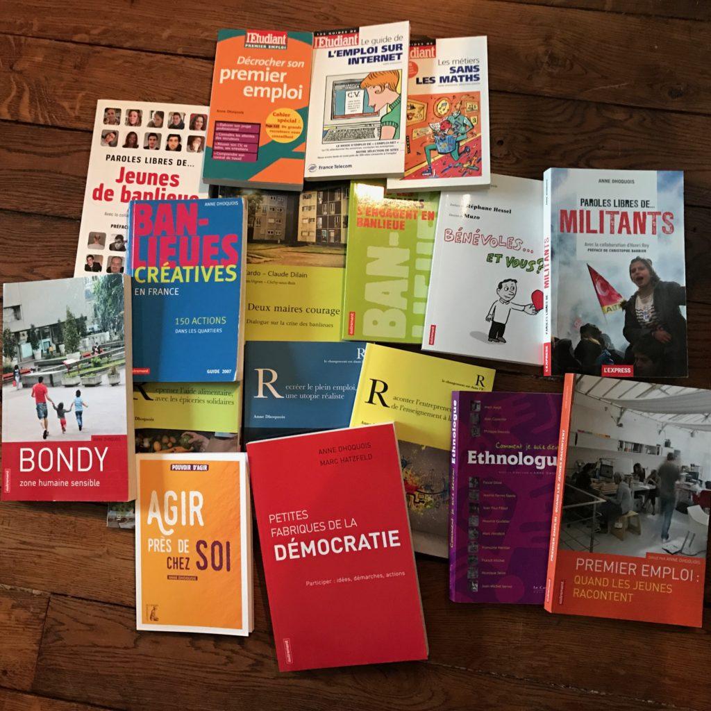 Photo des 17 livres que j'ai écrits : Banlieues Créatives, Agir près de chez soi, Premier emploi : quand les jeunes racontent...